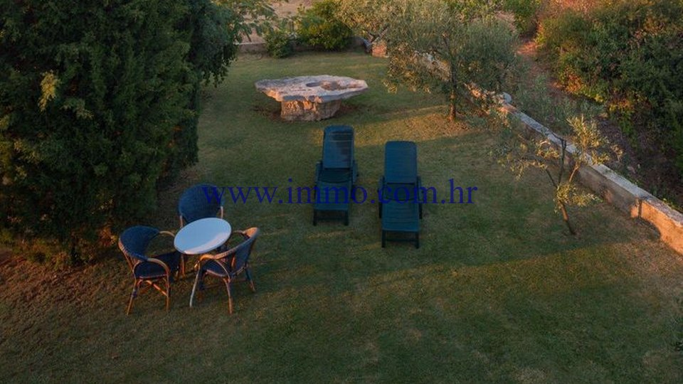 VILLA WITH BIG GARDEN ON THE ISLAND OF HVAR!