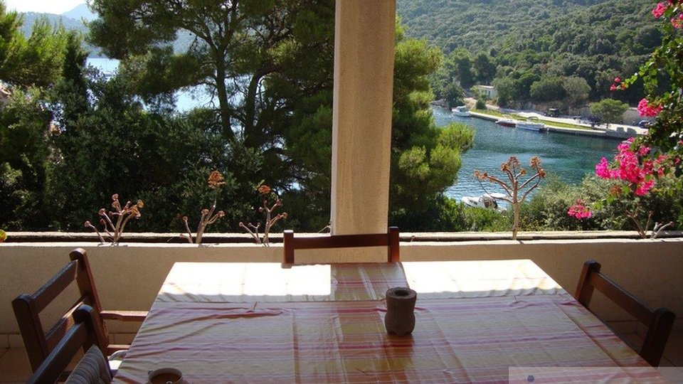 LASTOVO, VILLA NEAR THE SEA