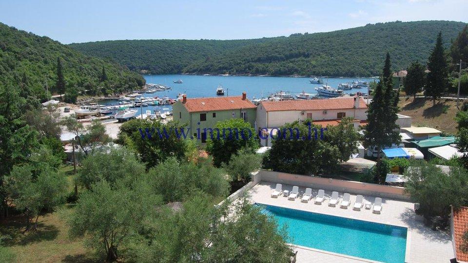HOTEL IN A TOP LOCATION NEAR THE SEA