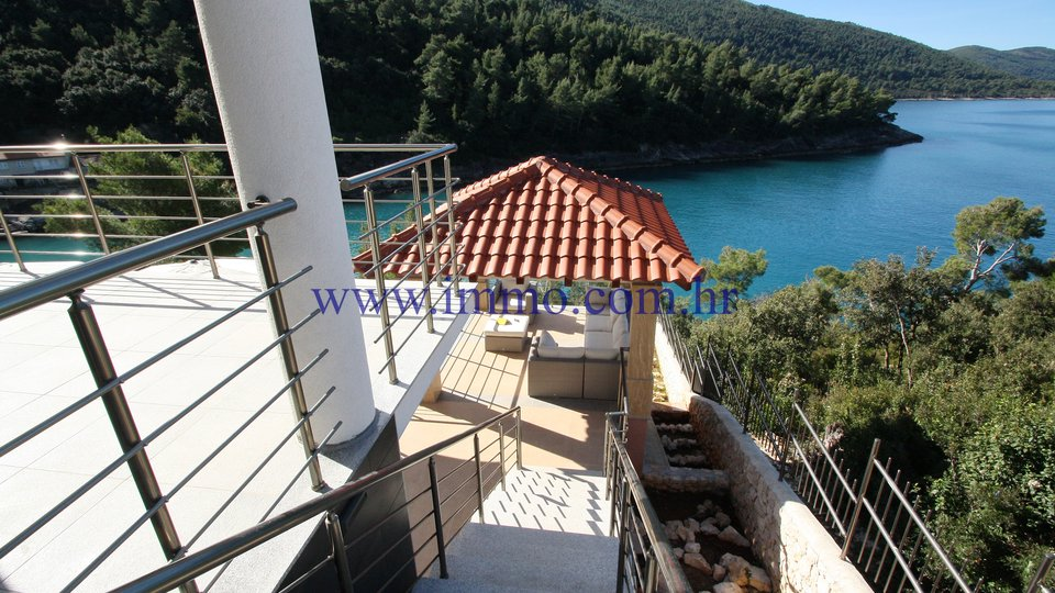 KORČULA, GORGEOUS VILLA WITH SWIMMING POOL, ON THE SEAFRONT