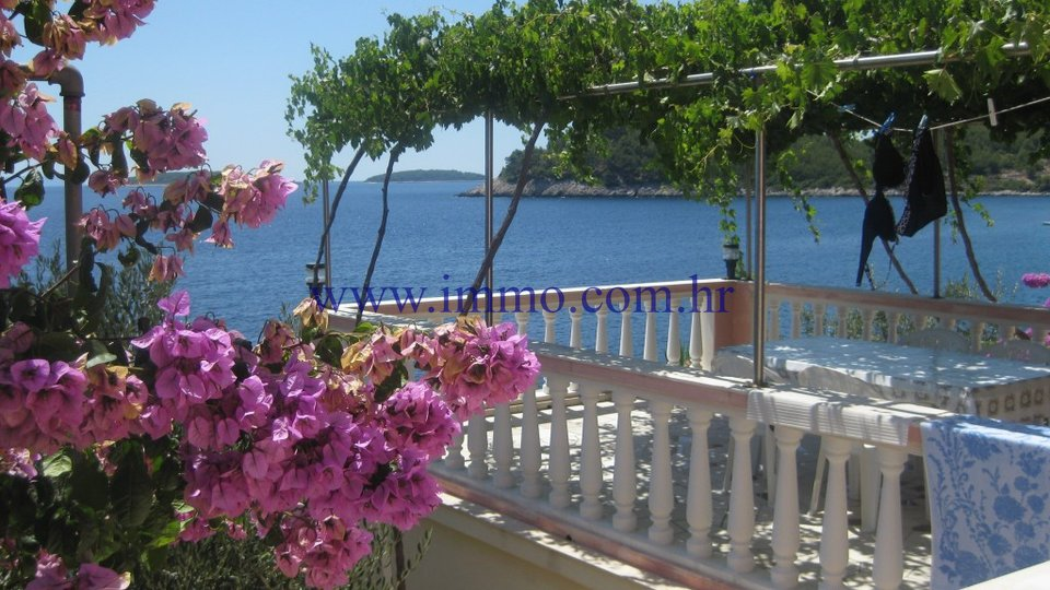 KORČULA, SEAFRONT HOUSE FOR SALE
