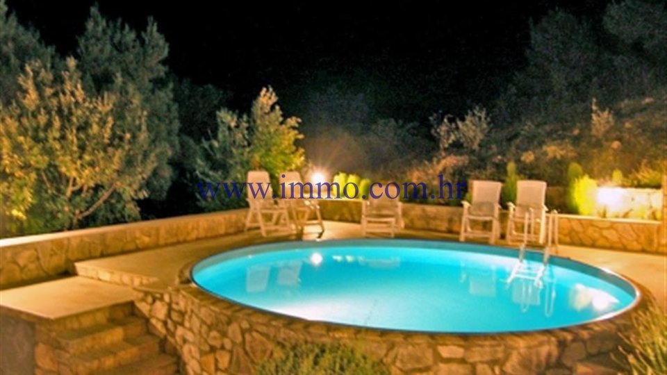 VILLA WITH SWIMMING POOL, PEACEFUL LOCATION