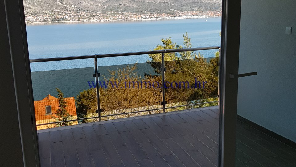 ČIOVO, COMFORTABLE 2-BEDROOM APARTMENTS WITH GORGEOUS SEA VIEWS